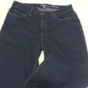 Capri jeans. Midrise.